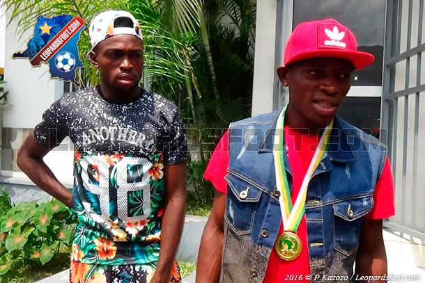 CHAN 2016 : Mfuki et  Mombo présentent leur médaille à Max Mokey